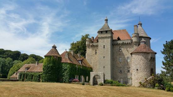 Chateau de villemonteix 1